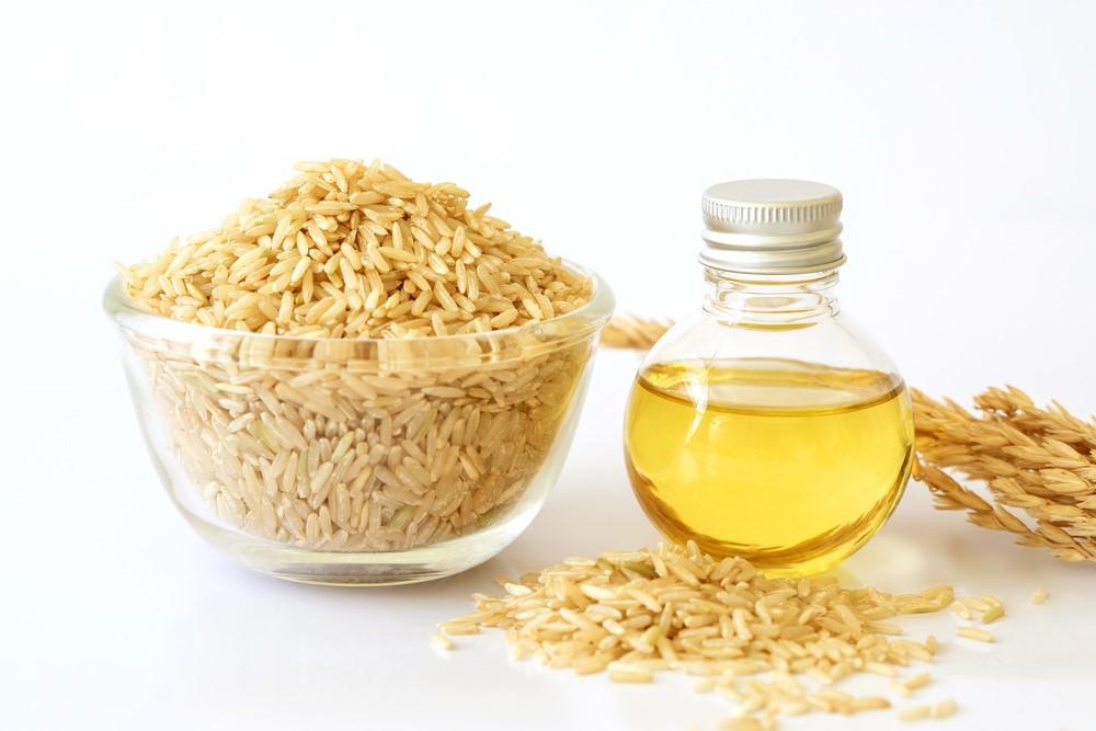 米と米油の入った瓶