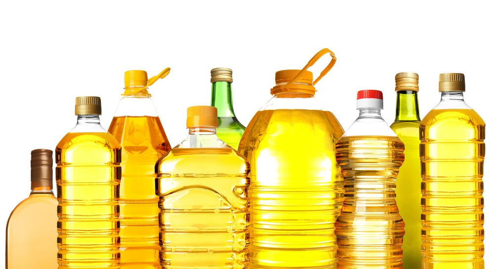 様々な容器のサラダ油