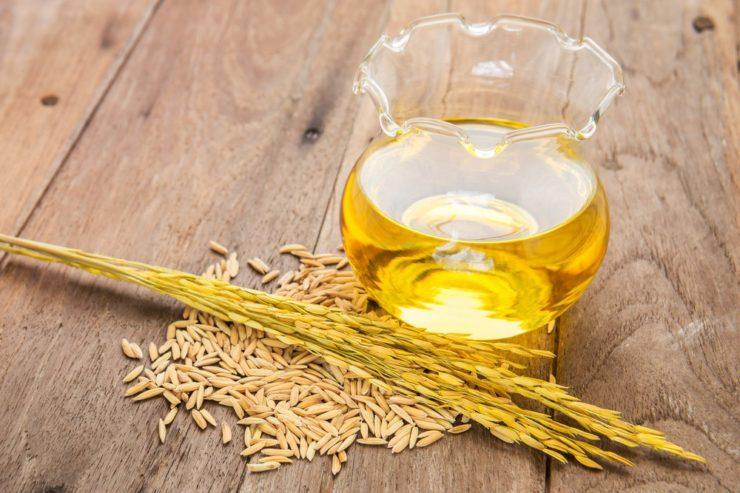 稲と米油が入った容器