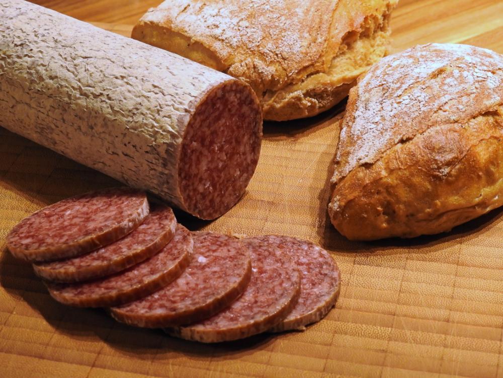 サラミとパン