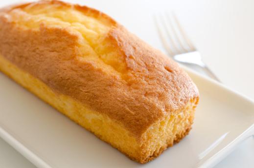 お皿に盛られたパウンドケーキ