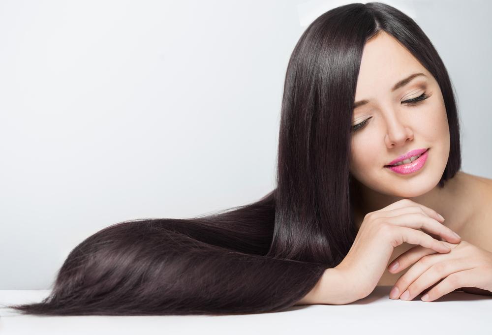 美しい髪の毛の女性