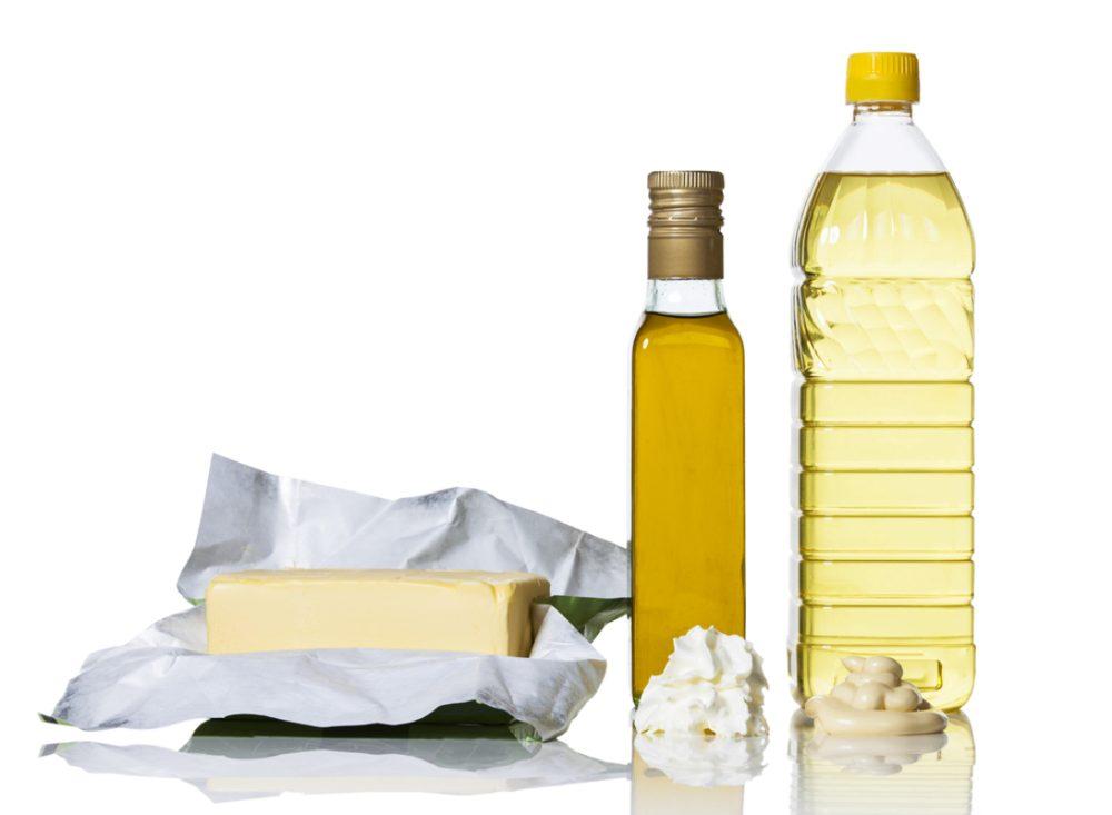マーガリン、バター、マヨネーズと原料の油が入った瓶