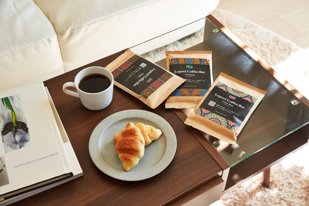 コーヒー豆とコーヒーとパン