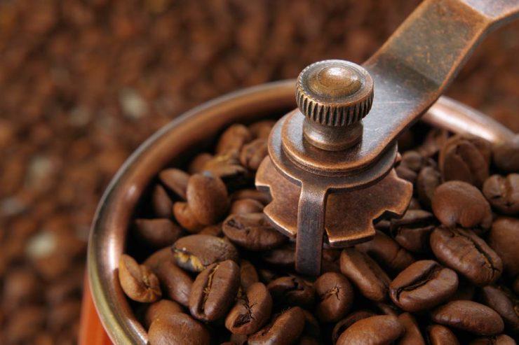 コーヒーミルとコーヒー豆